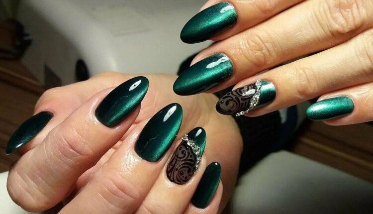 manikiur v smarahdovomu kolori 12