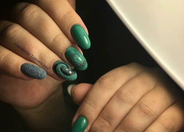 manikiur v smarahdovomu kolori 9