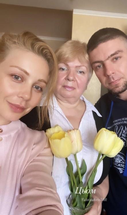 Тіна Кароль поділилася рідкісним фото з мамою та братом