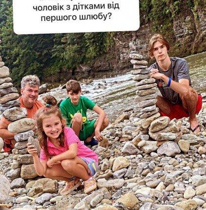 Мірзоян з дітьми